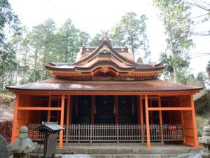 頂上付近に鎮座する飯道神社